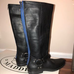 Steve Madden black boots with accent blue zipper